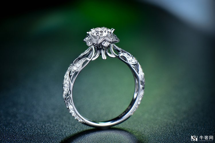 钻石戒指回收