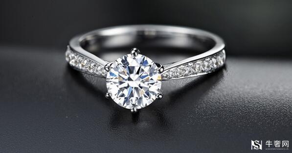 回收一枚1克拉钻石的戒指
