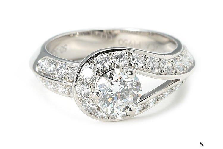 回收梵克雅宝的钻石戒指